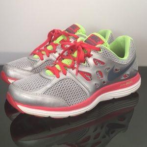 Nike dual Fusion lite silver 599560-001 Size 9